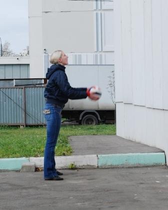 Лягушка, игры с мячом
